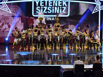 Ottoman Tiyatral Danslar Grubu final performansı