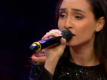Jüri istedi Türkçe şarkı seslendirdi Sofia'dan 'Bu Gece' performansı...