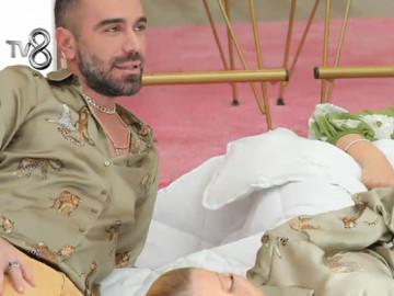 Kemal Doğulu, Gülşah Saraçoğlu ve Seray Sever yatak-yorgan...