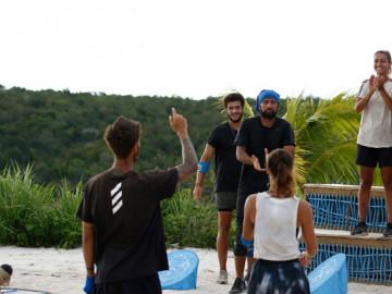Kazanılan dokunulmazlık oyunu sonrası gönüllüler böyle sevindi