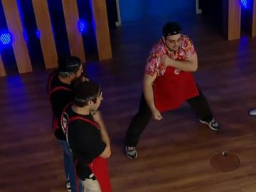 MasterChef Türkiye'de eğlenceli anlar! Kırmızı takım bu dansı yaptı...