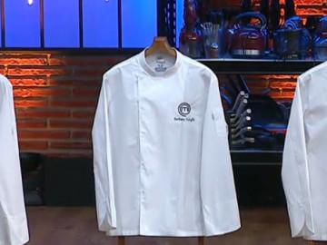 Yarışmacılar adlarına özel hazırlanan şef ceketlerine kavuştu