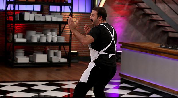 Mehmet kaptanlığı kung-fu gösterisiyle kutladı!
