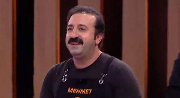 Şefler istedi, Mehmet türkü söyledi!